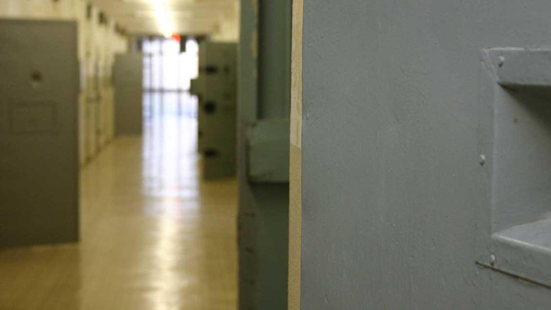 Gang in einem Gefängnis