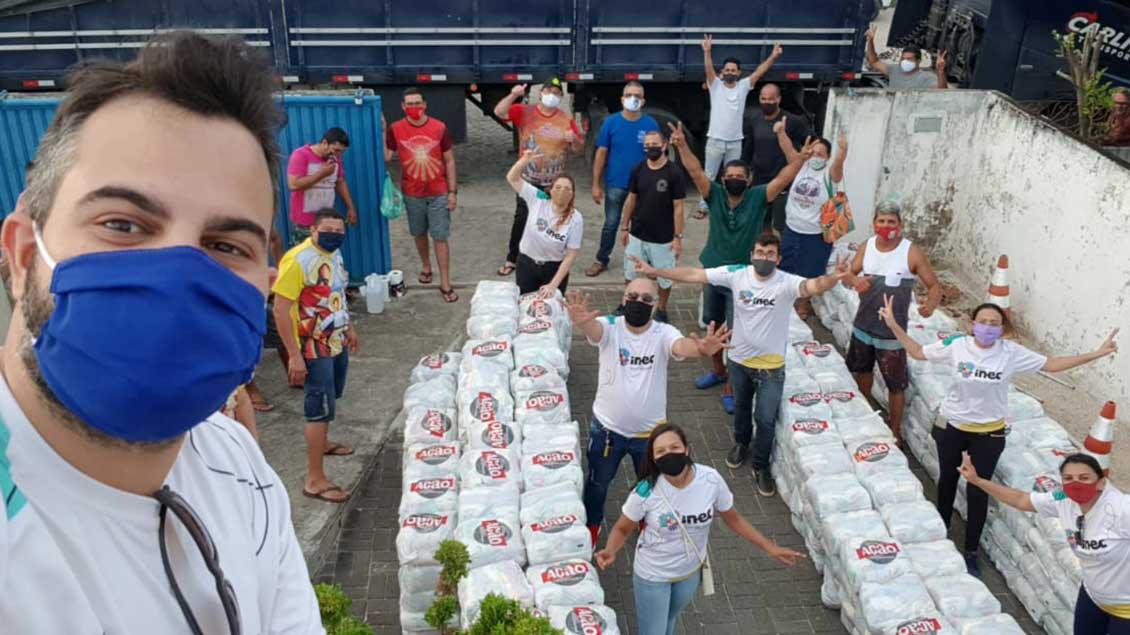 """Wegen Corona keine Arbeit, also großen Hunger: Der Aktionskreis Pater Beda unterstützt """"Cestas Basicas"""" – Lebensmittelpakete, die wie hier in Cabedelo, Brasilien, verteilt werden."""