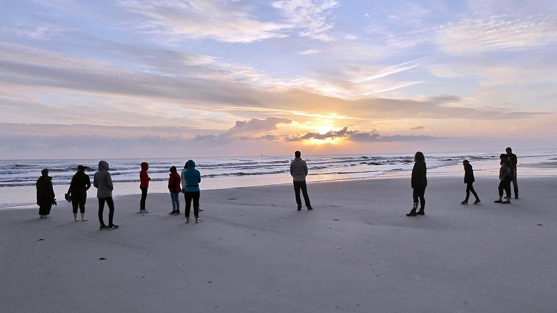 Abendliche Meditationen am Strand gehören zum Programm der Urlauberseelsorge. | Foto: privat Foto: privat