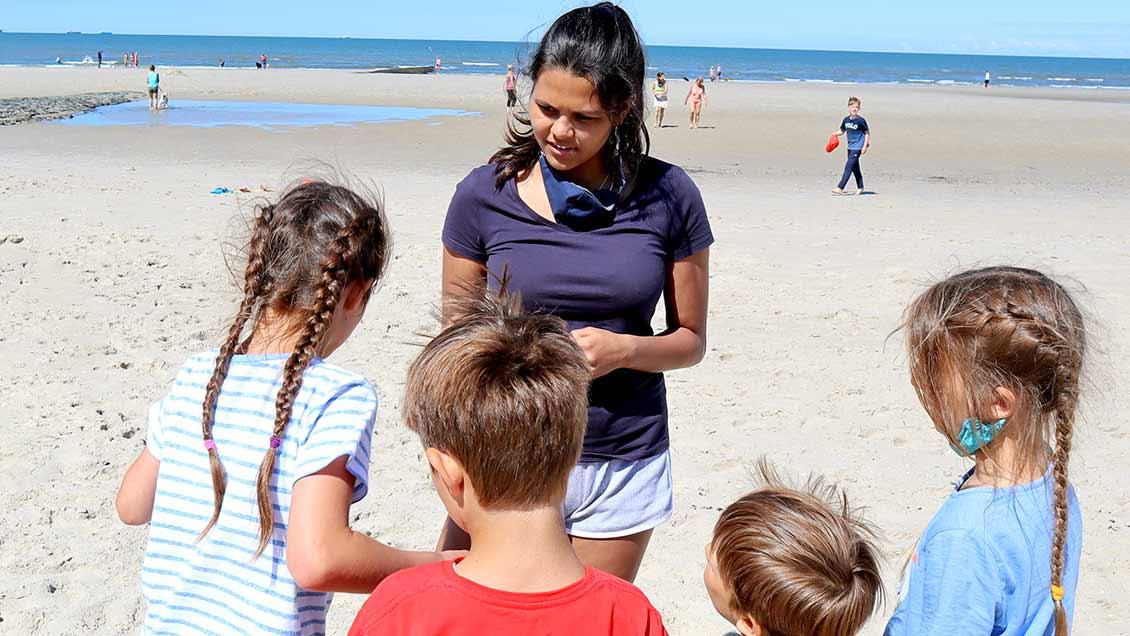 Sophia Wede aus dem Team hat die Inselolympiade am Strand mit vorbereitet und durchgeführt. | Foto: Michael Rottmann