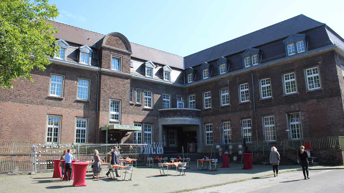 In das ehemalige Verwaltungsgebäude und die Lohnhalle des Bergwerks Lohberg soll die Pflegeschule des St.-Vinzenz-Hospitals einziehen.