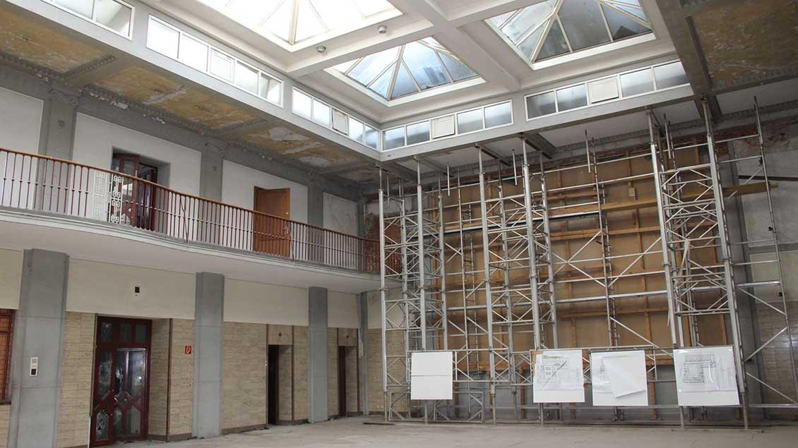 Blick in die Eingangshalle des früheren Zechen-Verwaltungsgebäudes.