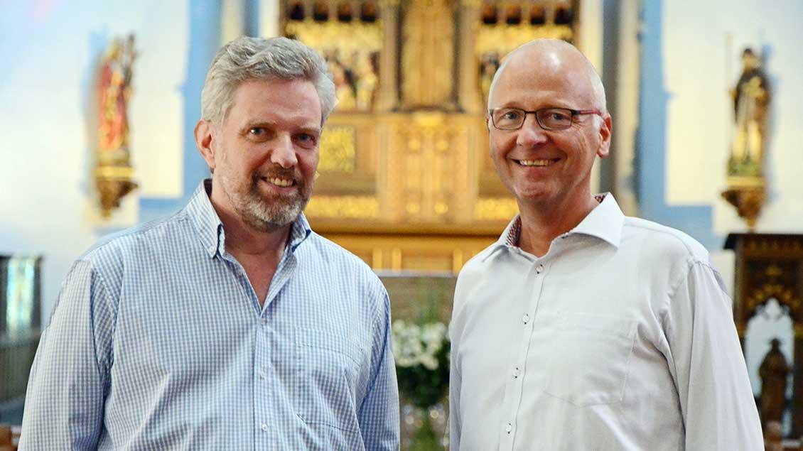Verwaltungsleiter Josef Vossel (links) und Pfarrer Norbert Mertens. Foto: Michaela Kiepe (pbm)