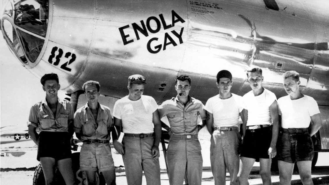 "Die Besatzung des US-Bombers mit dem Namen ""Enola Gay"""
