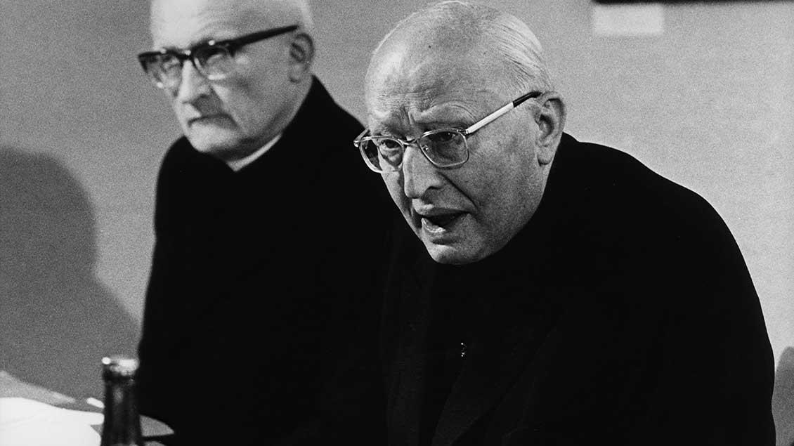 Kardinal Lorenz Jaeger (rechts) mit dem Kölner Erzbischof Kardinal Joseph Höffner.